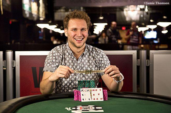 """Calvin """"cal42688"""" Anderson wygrywa pierwszą bransoletkę za Event #30: $1,500 Seven-Card... 0001"""