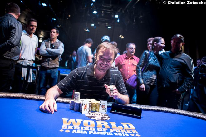Vítězem prvního náramku letošního WSOP APAC je Luke Brabin 0001