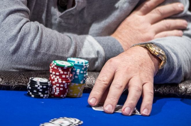 Casino Poker for Beginners: Covering When to Keep Your Cards Covered
