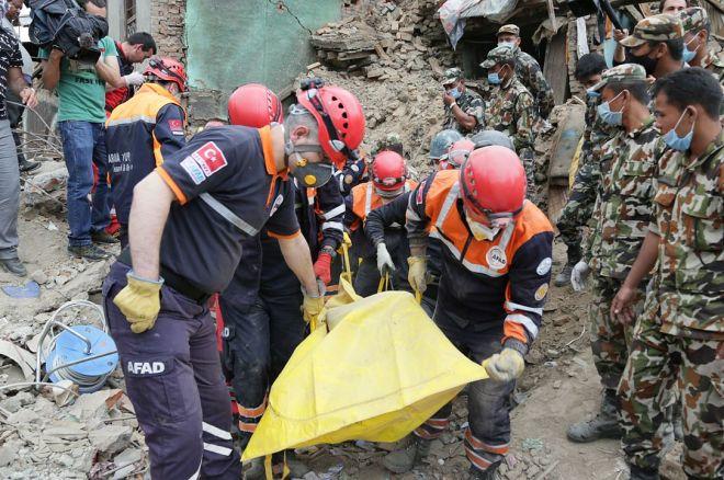 BlogNewsWeekly: Felix Schneiders WSOP Journey, Nepal Relief, Sunday Majors strategy 0001