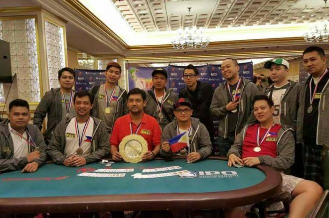 Team Poker King Club-Pilipinas with PKC president and CEO Winfred Yu during the awarding ceremony of the International Poker Ope