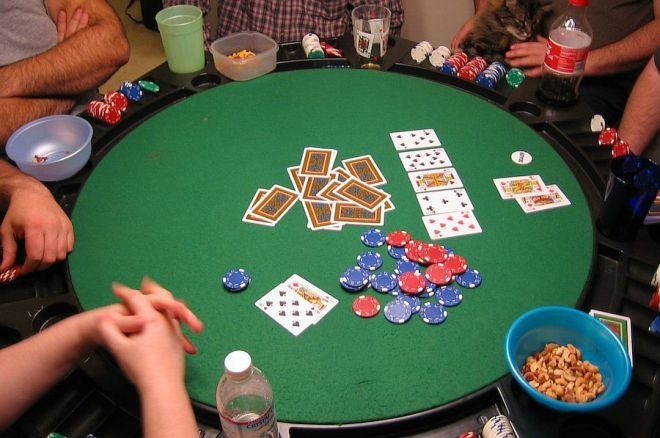 Hosting an Awesome Poker Game at Home: Drinks and Snacks