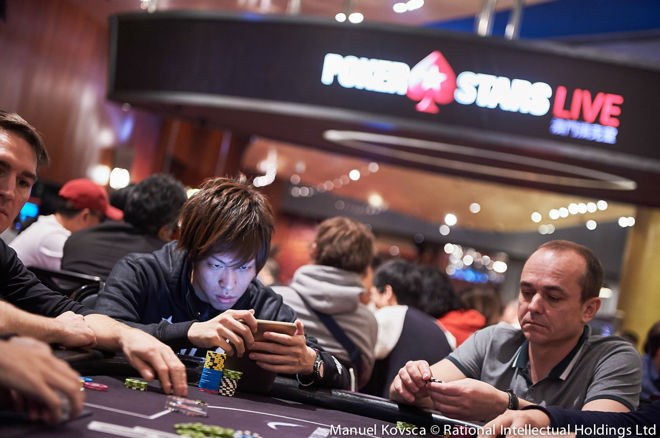 Using phone at the poker table