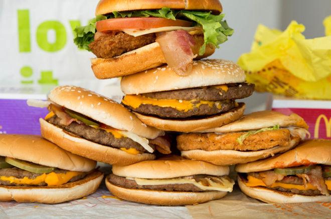 Un pro du poker va tenter de manger 1000$ de McDonald's en 36 heures 0001