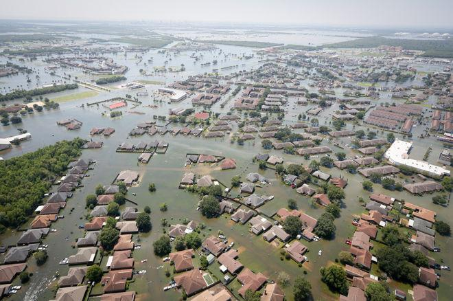 Making the Call: Poker Players Chip in to Help Texas Hurricane Victims 0001