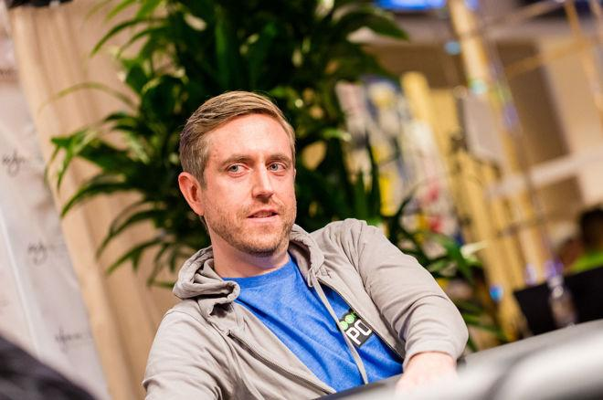 Andrew Neeme Receives Sweet Note From Fans at Bellagio 0001