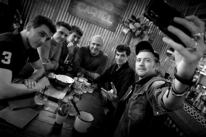 """Marcin """"Pyszałek"""" Wydrowski oraz Grzegorz """"AnyGameSir"""" Grochulski w Silent Sharks Team Pro 0001"""