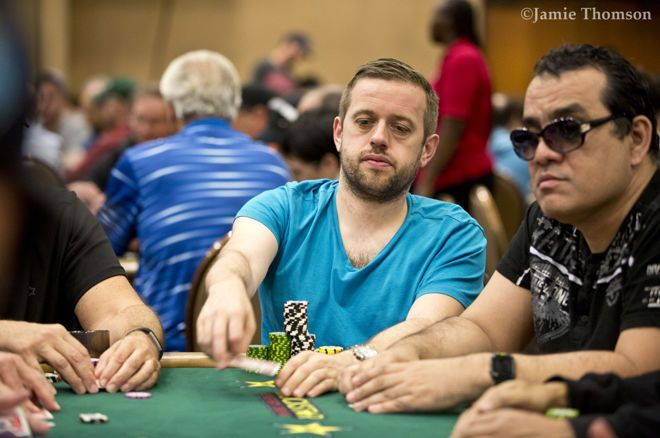 2018 WSOP (33) - Kenny Hallaert met veel chips naar Dag 2 van de $1.111 The Little One for One Drop