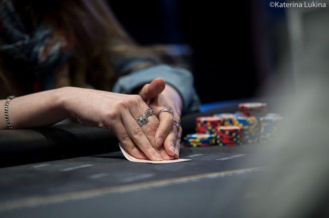 Een toernooi spelen zonder te kijken naar de gedeelde kaarten - wat gebeurde er?