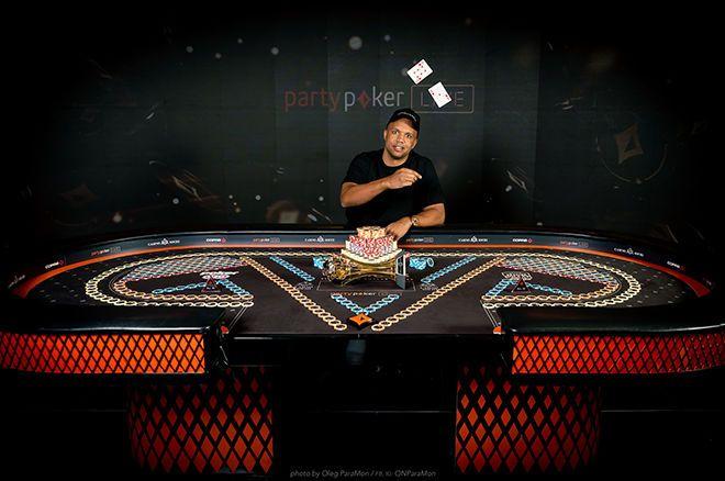 "Phil Ivey ""title ="" Phil Ivey ""class ="" article__photo ""/>     <p> <b> Phil Ivey </b> merasakan kemenangan di turnamen poker untuk pertama kalinya sejak Februari 2015 ketika ia menang dalam <b> gelaran $ 50.000 Pendek </b> di partypoker LIVE MILLIONS Super High Roller Series Sochi Festival . </p> <p> Kemenangan terakhir terakhir Ivey datang di Aussie Jutaan 2015 di mana ia mengalahkan <b> <a href="