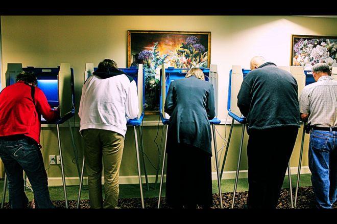 Amerika akan menyaksikan pemungutan suara pada Selasa malam.