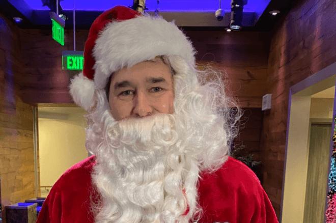 Phil Hellmuth sebagai Santa