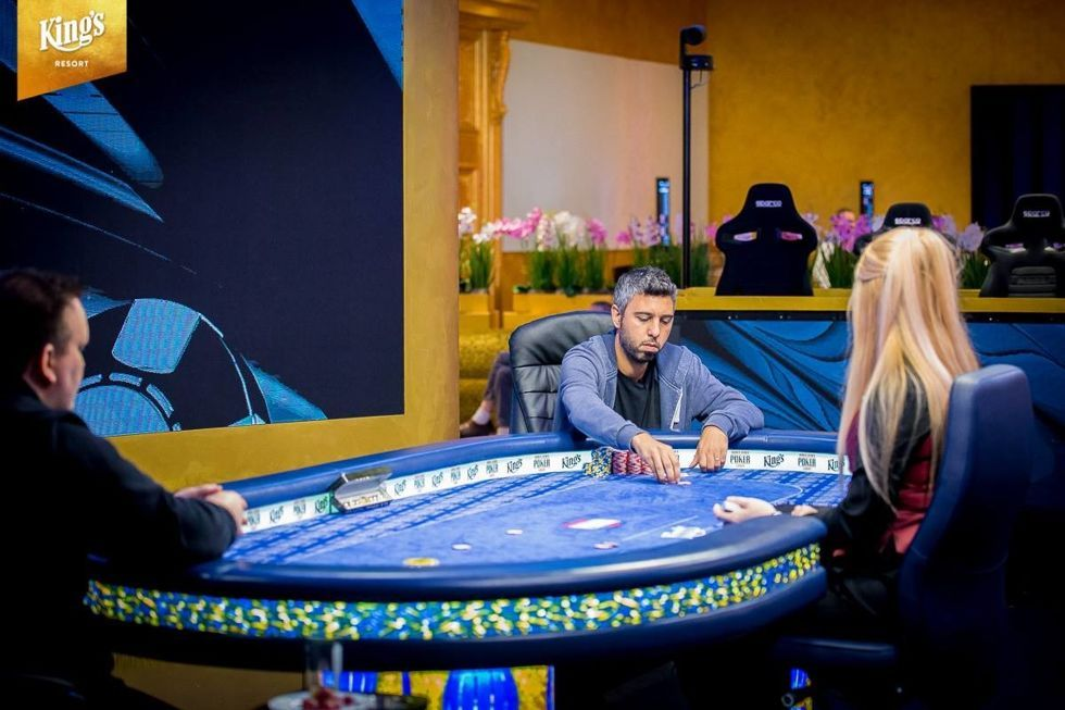 Heads-up: Asi Moshe against Robert Schulz